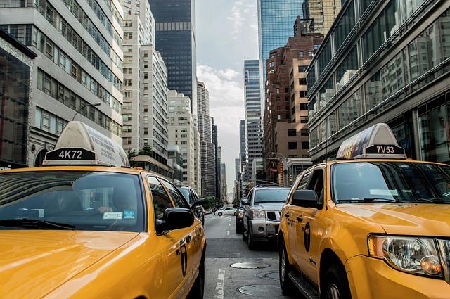 Zavoláme taxíka nebo ubera?