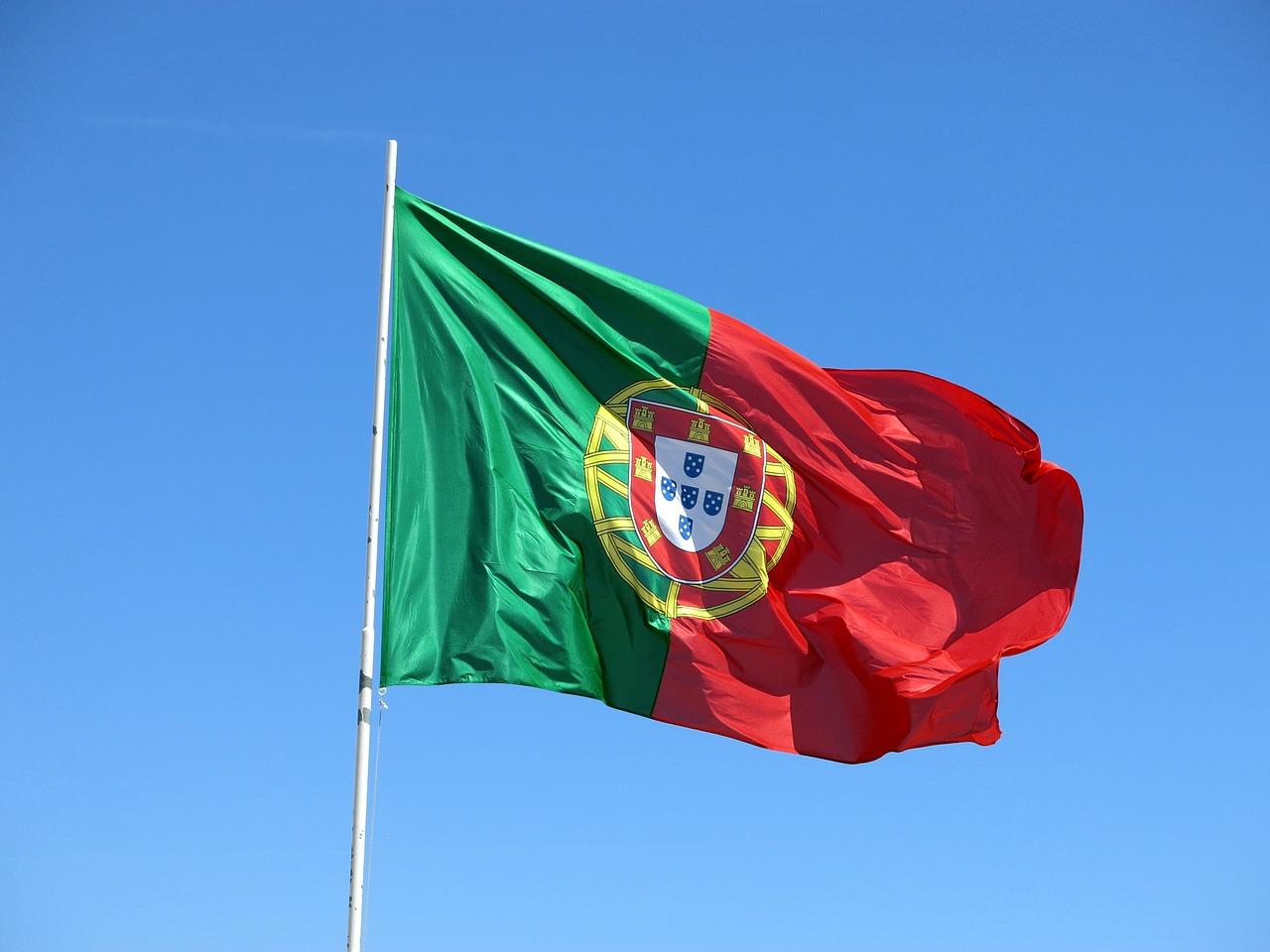 vlající vlajka Portugalska